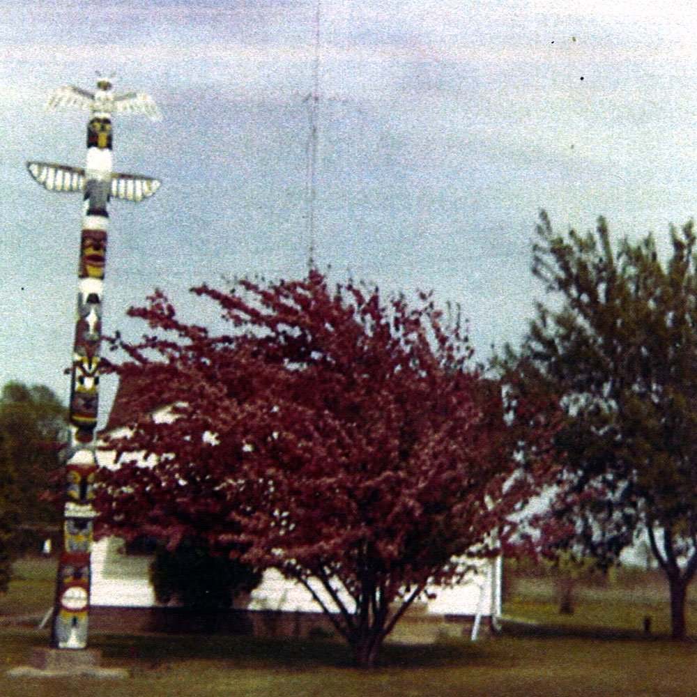Totem Pole - Kincaid's Country Inn Supper Club Restaurant - Rice Lake WI